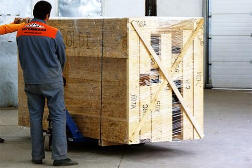 Pregatire de livrare case din lemn