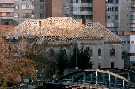 Sarpanta complexa cu mai multe ape realizata cu respectarea formei arhitecturale initiale a cladirii de patrimoniu cultural